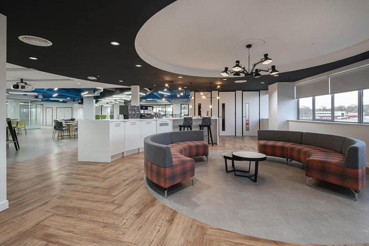 国外软件公司办公室装修设计图