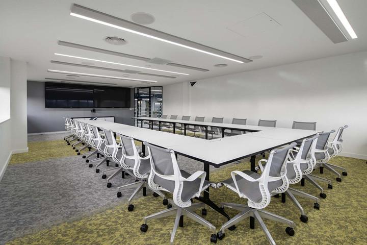 国外软件公司大会议室装修设计图