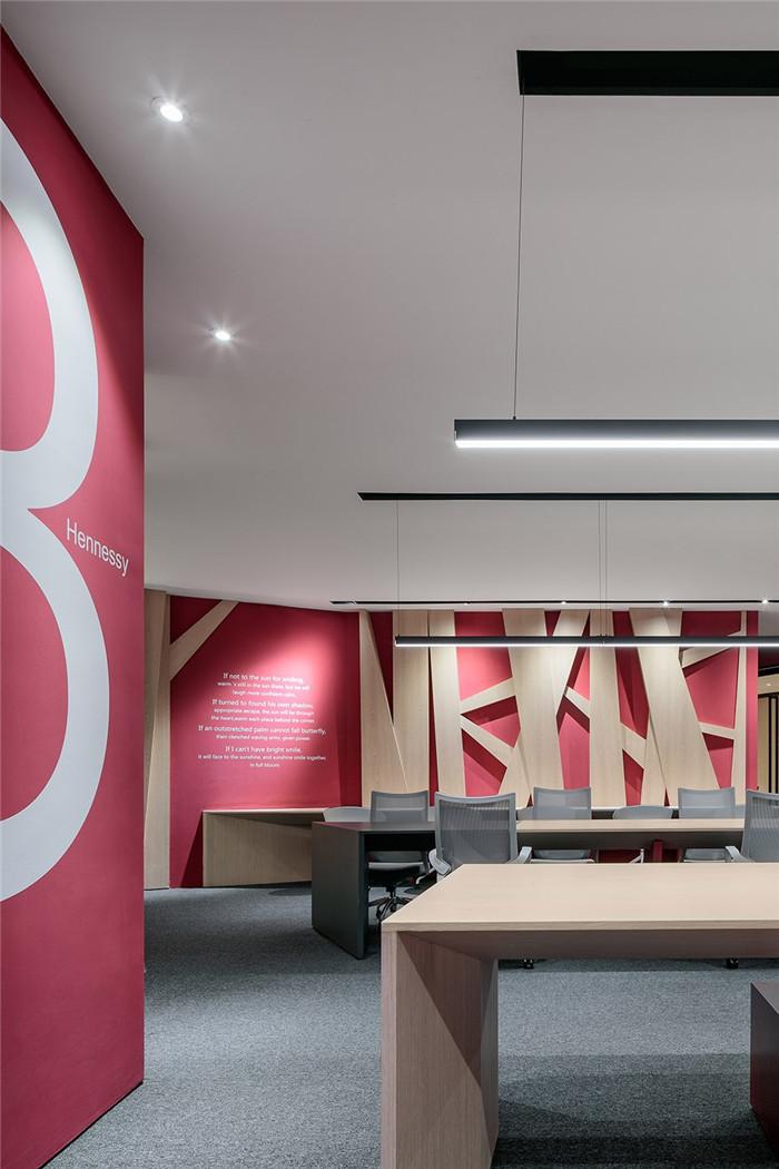 具有现代感的最美期科技公司开放式办公室设计方案