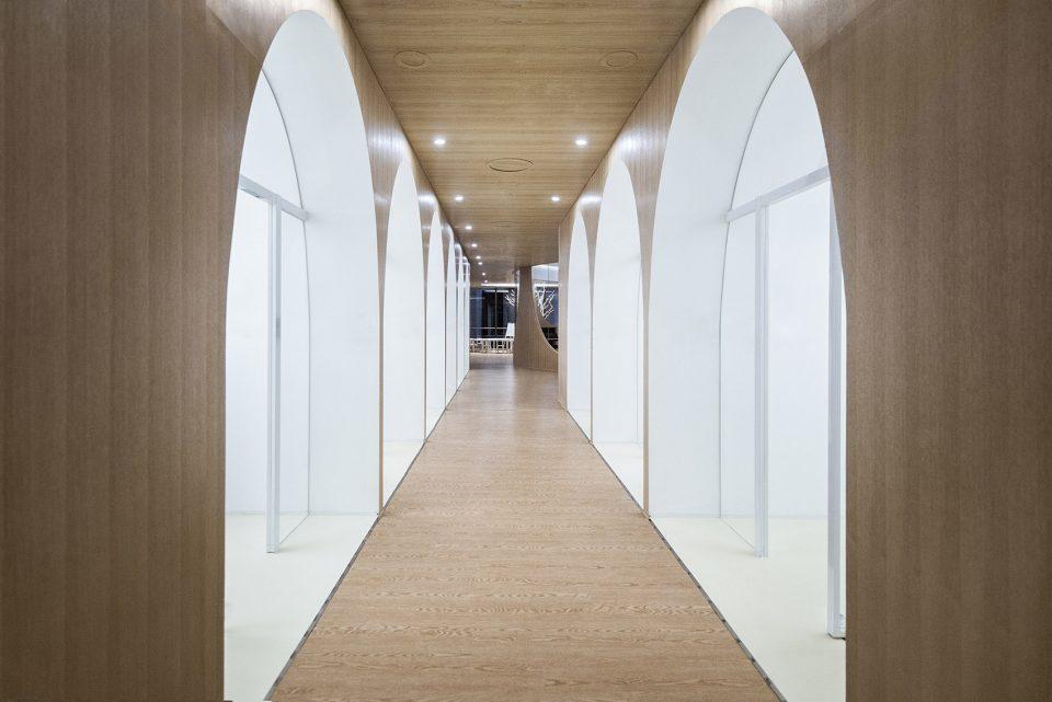 儿童艺术教育机构走廊装修实景图