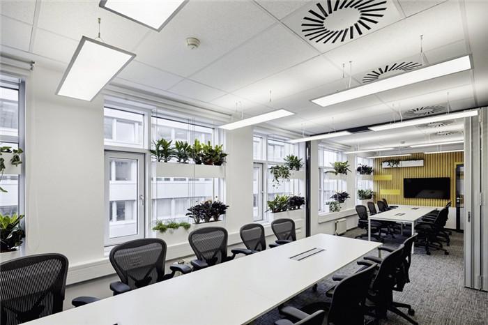通透明亮的会计事务所办公室装修设计图