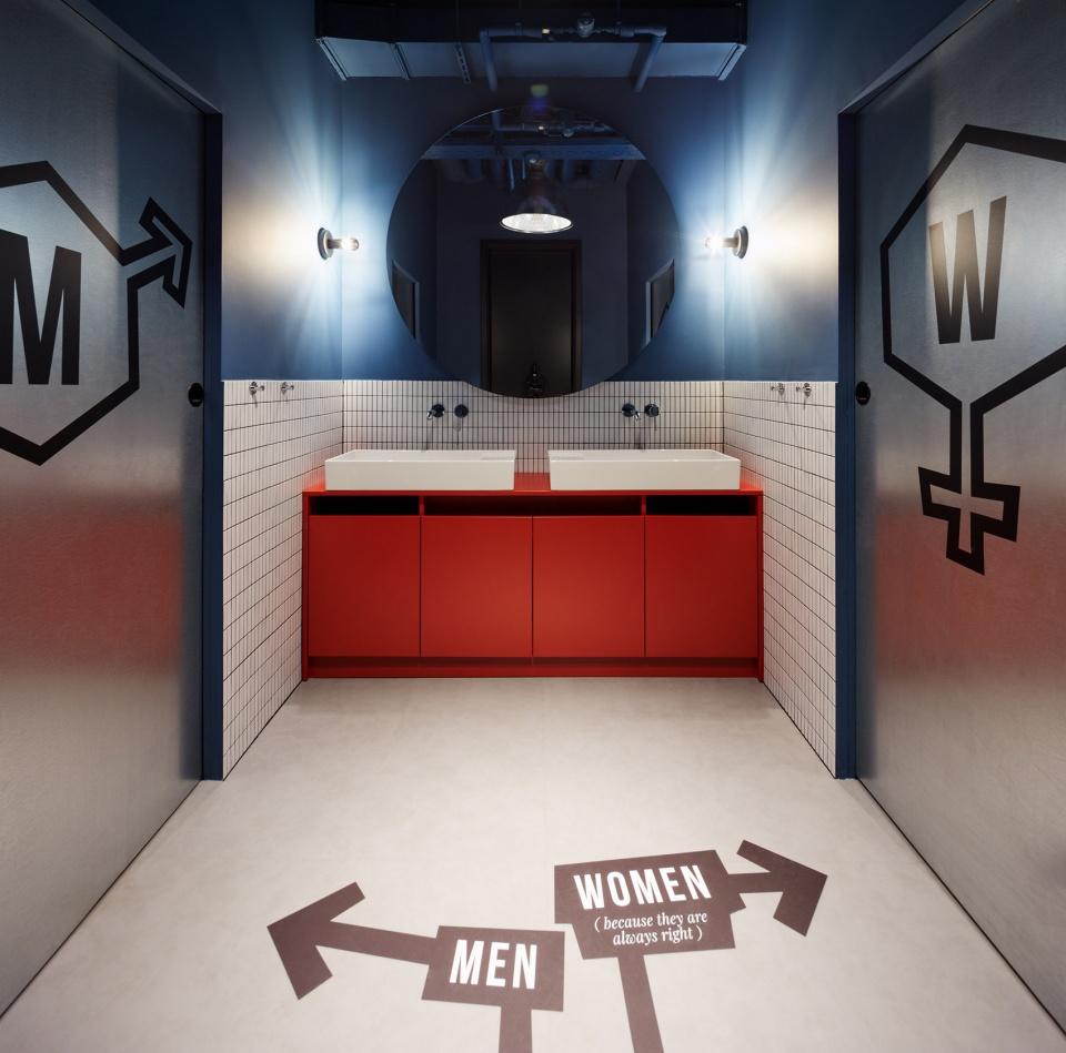 国外创意IT公司办公室卫生间装修实景图