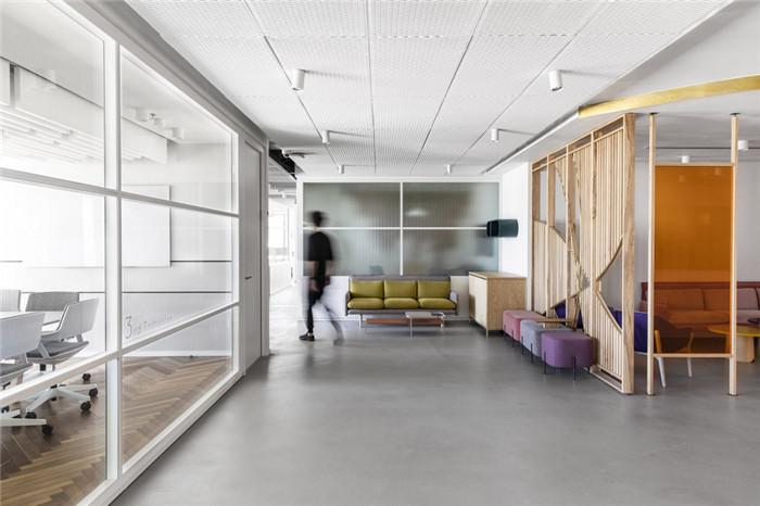 拥有娇柔气质的高科技公司总部办公室装修设计方案