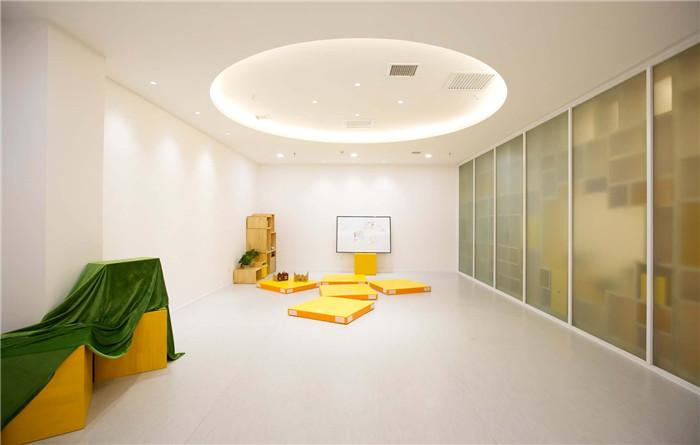充满乐趣和想象力的专业儿童艺术戏剧表演学校装修设计案例