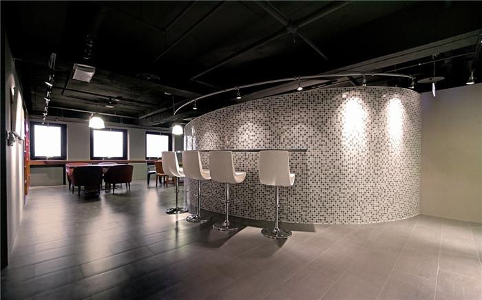 简约风集团弓形办公室改造装修设计案例总部冲压模具设计图片